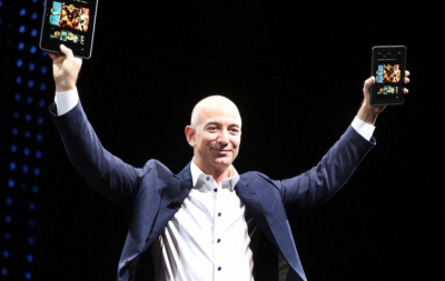 jeff bezos with the kindle
